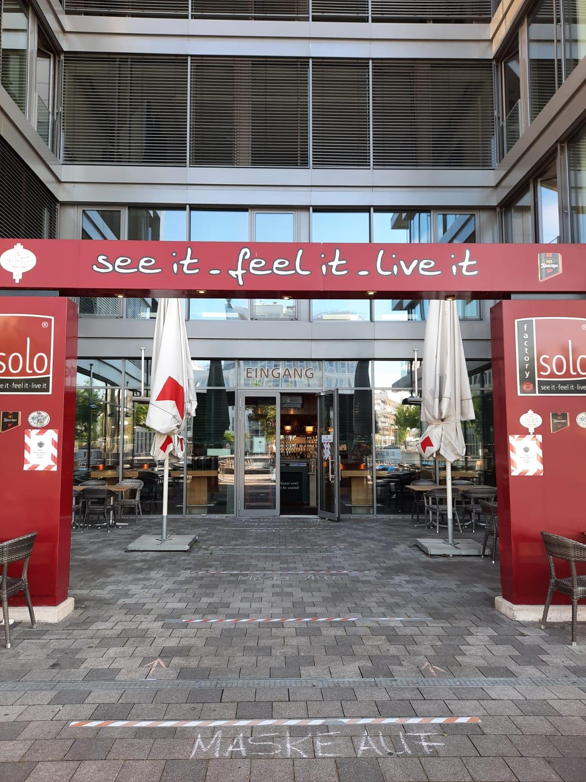 Cafe Solo Eingang